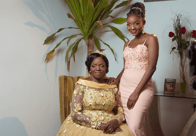 This video of Simi teaching her mother to whine her waist will make you smile